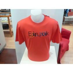 T Shirt rouge avec broderie...